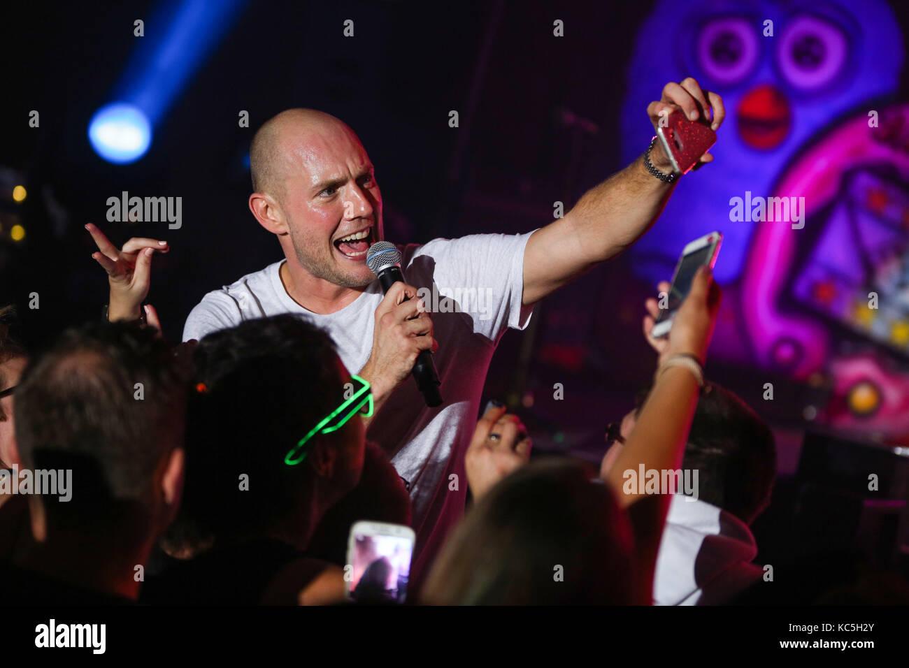 Oli P Civil Name Oliver Petszokat German Pop Singer Performs His