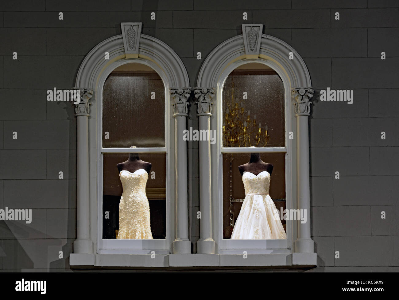 Bridal mannequins in window display - Stock Image