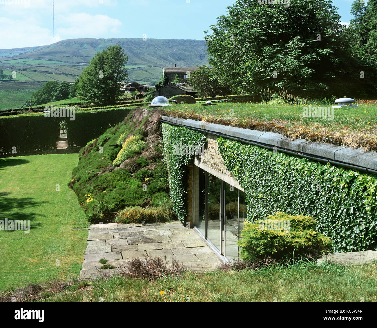 'Underhill': the first modern earth-sheltered house in Britain (1975) - the self-designed home of architect - Stock Image