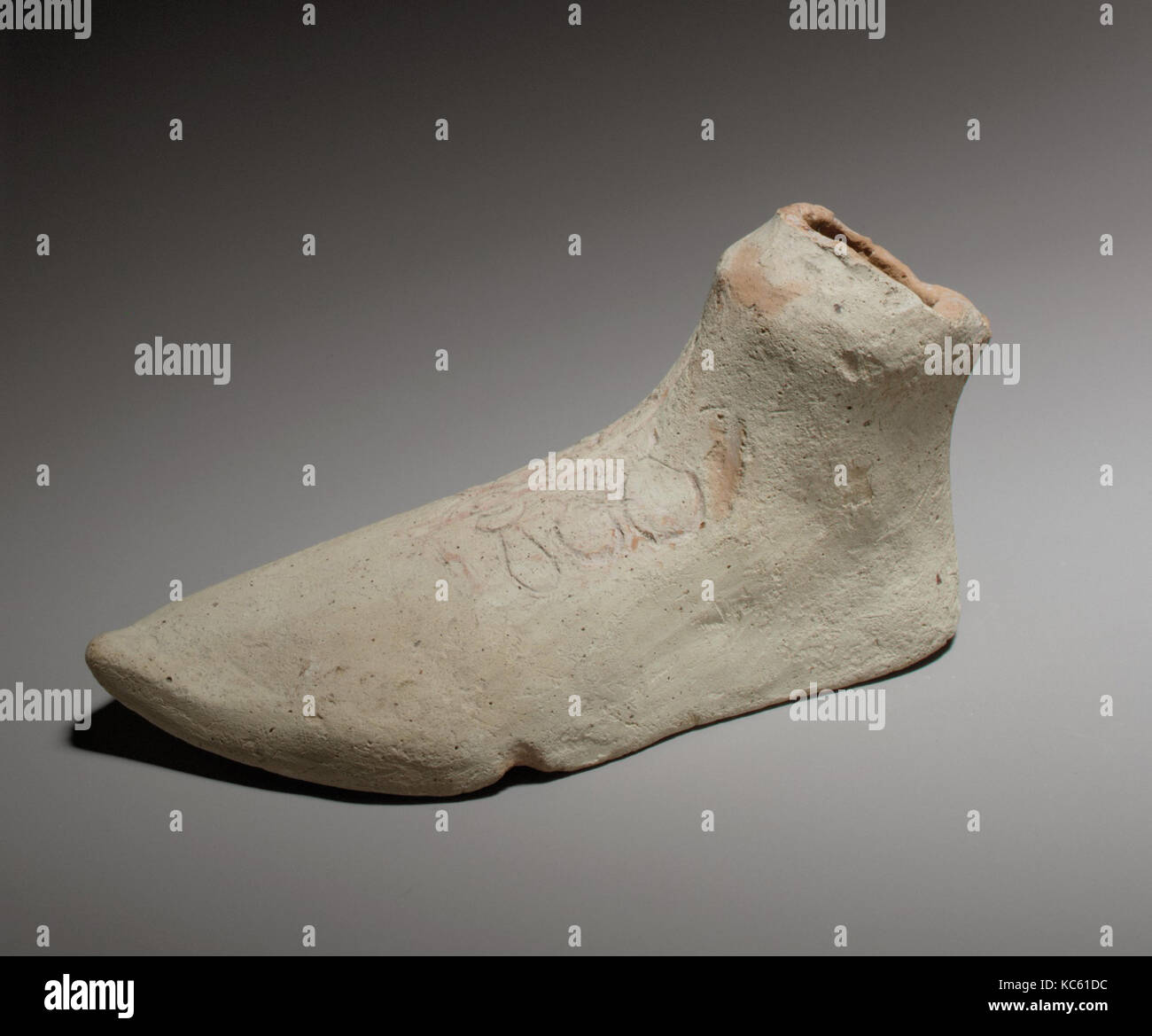 Left foot, Cypro-Archaic II, ca. 600–480 B.C., East Greek, Terracotta; mold-made, length 4 in. (10.2 cm), Terracottas, - Stock Image