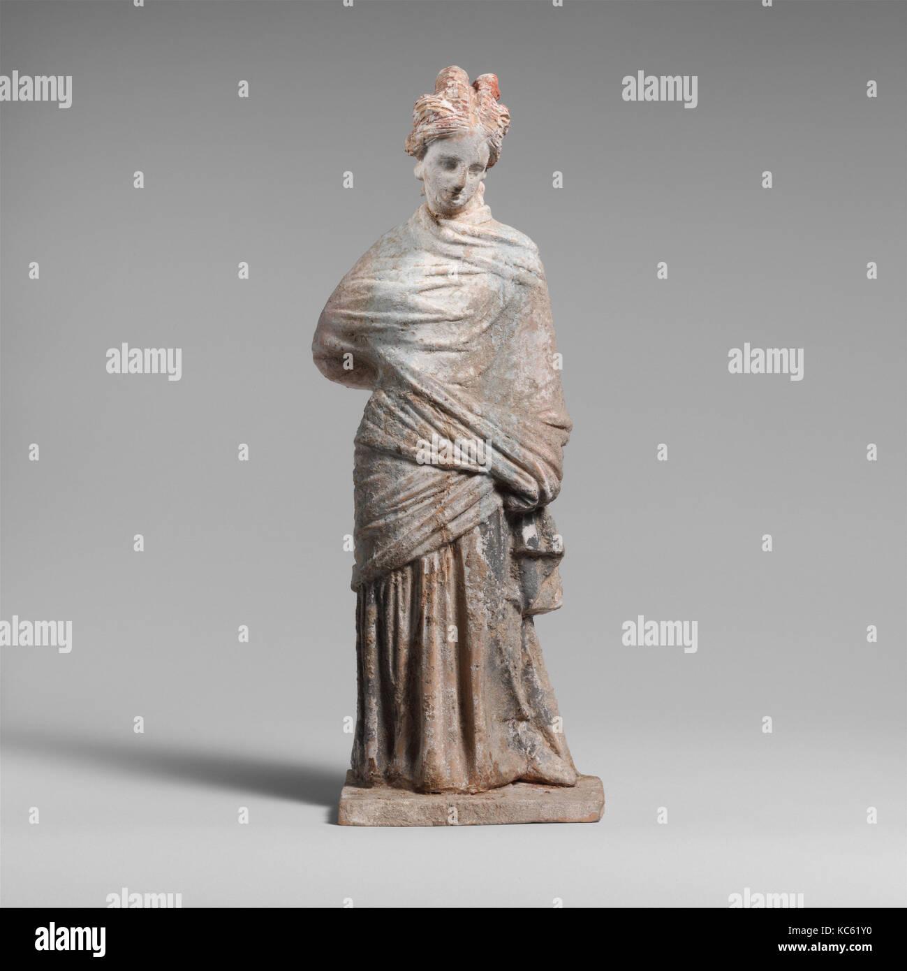 Terracotta draped woman, Hellenistic, 3rd century B.C., Greek, Boeotian, Terracotta, H. 7 3/4in. (19.6 cm), Terracottas - Stock Image