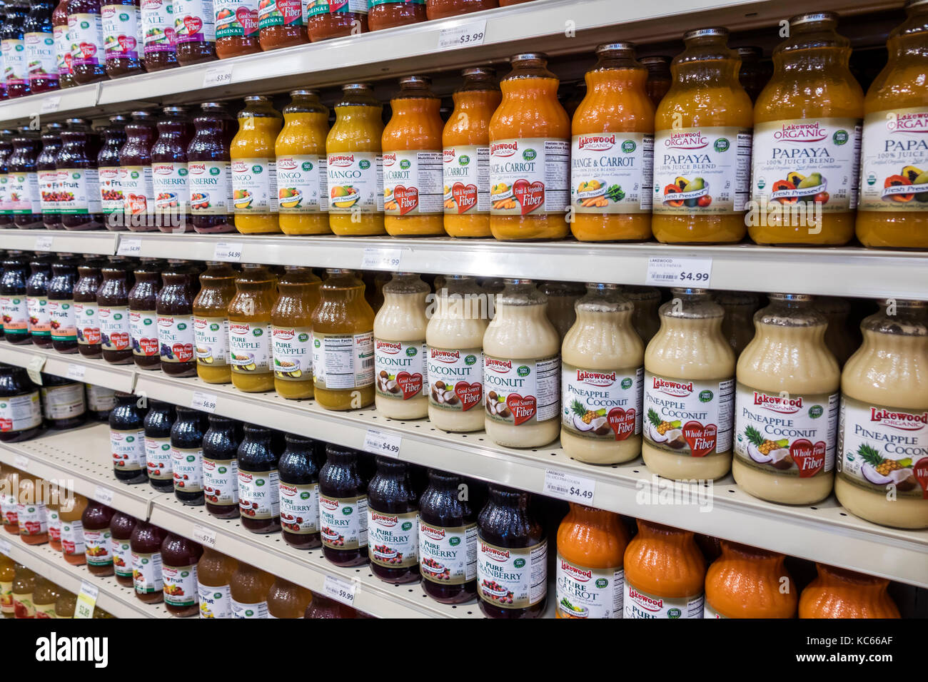 Washington DC District of Columbia MOM's Organic Market grocery store supermarket shopping display shelves fruit - Stock Image
