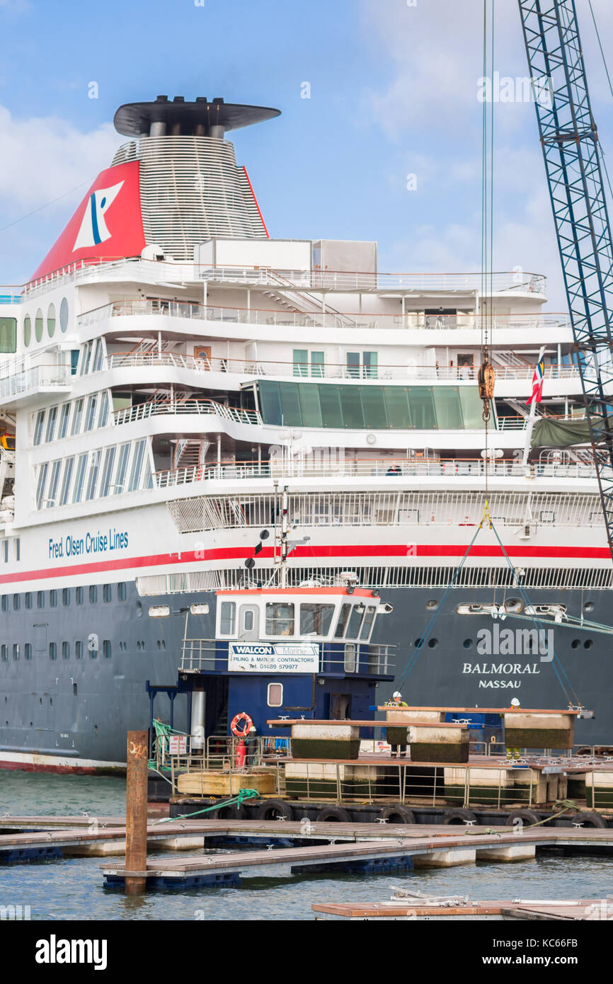 ABP staff working at City Cruise Terminal in Southampton docks/ port with the Balmoral cruise liner berthed in the - Stock Image