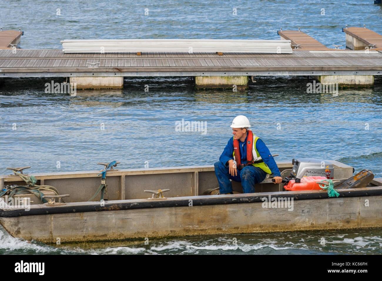 ABP (Associated British Ports) member of staff at work at Southampton Docks, Southampton, UK - Stock Image