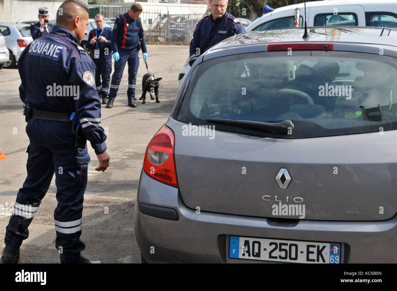 French customs hold a drill with 'cash money sniffer' dogs, Villeurbanne, France - Stock Image