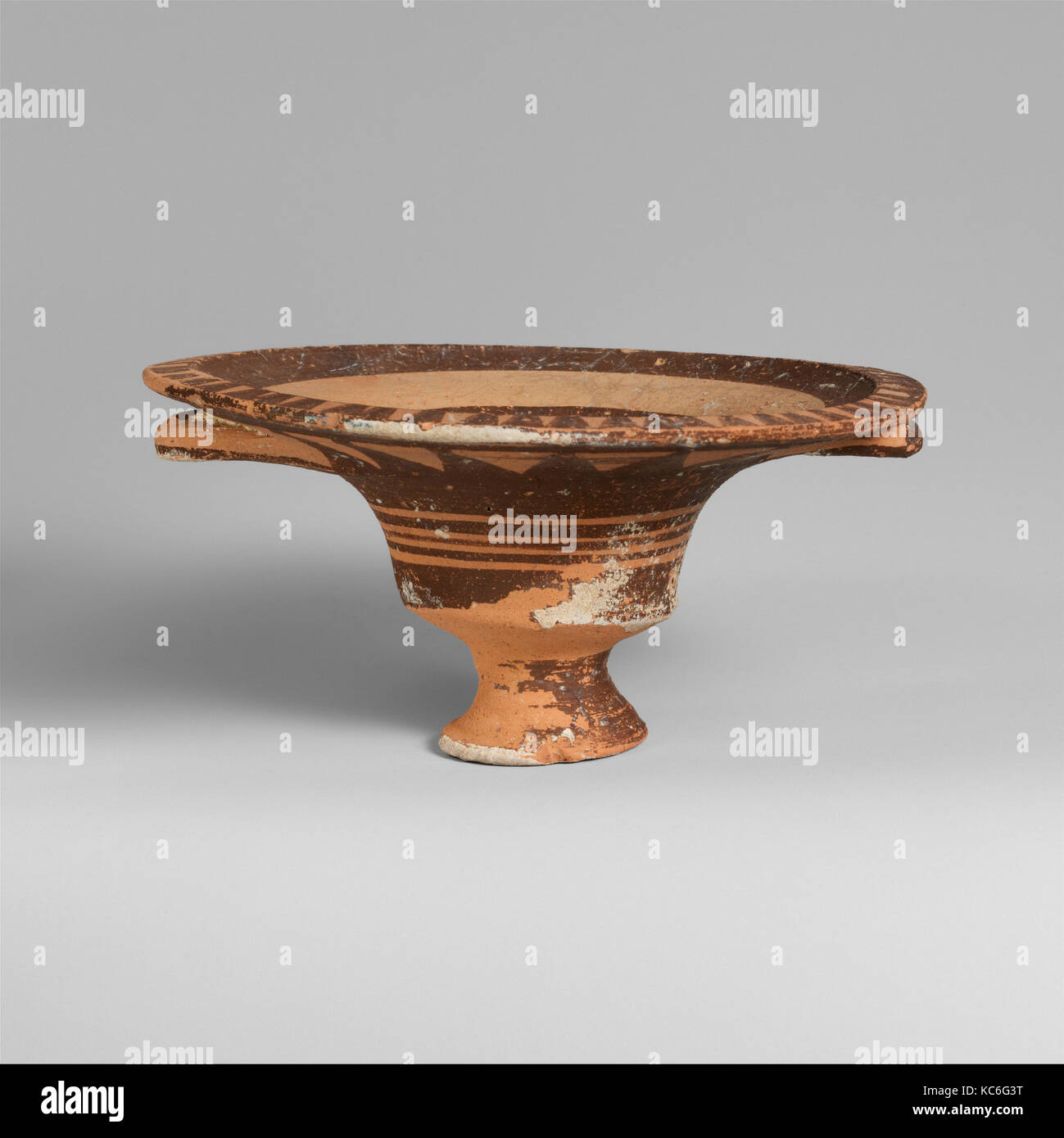 Terracotta stemmed dish with two handles, 1050–950 B.C Stock Photo