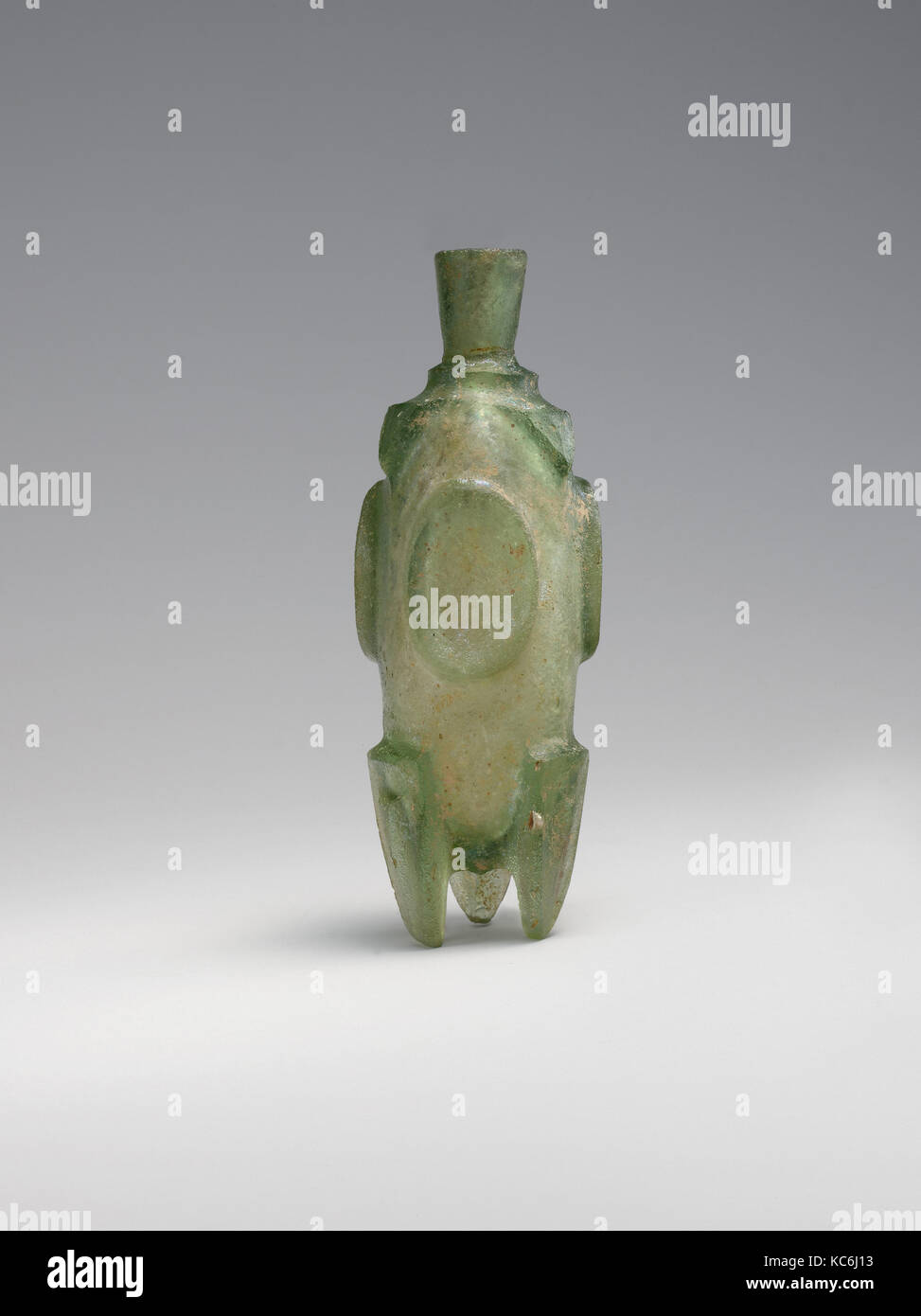 Molar' flask, 8th–9th century, Attributed to probably Iran, Glass, green; cast or blown, cut, H. 4 1/8 in. (10.5 - Stock Image