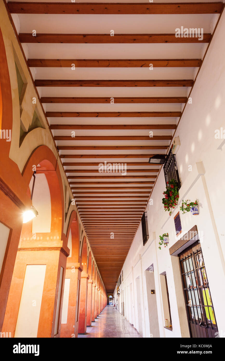 Spain, Andalusia, Cordoba, Plaza de la Corredera, Vanishing point of corridor - Stock Image