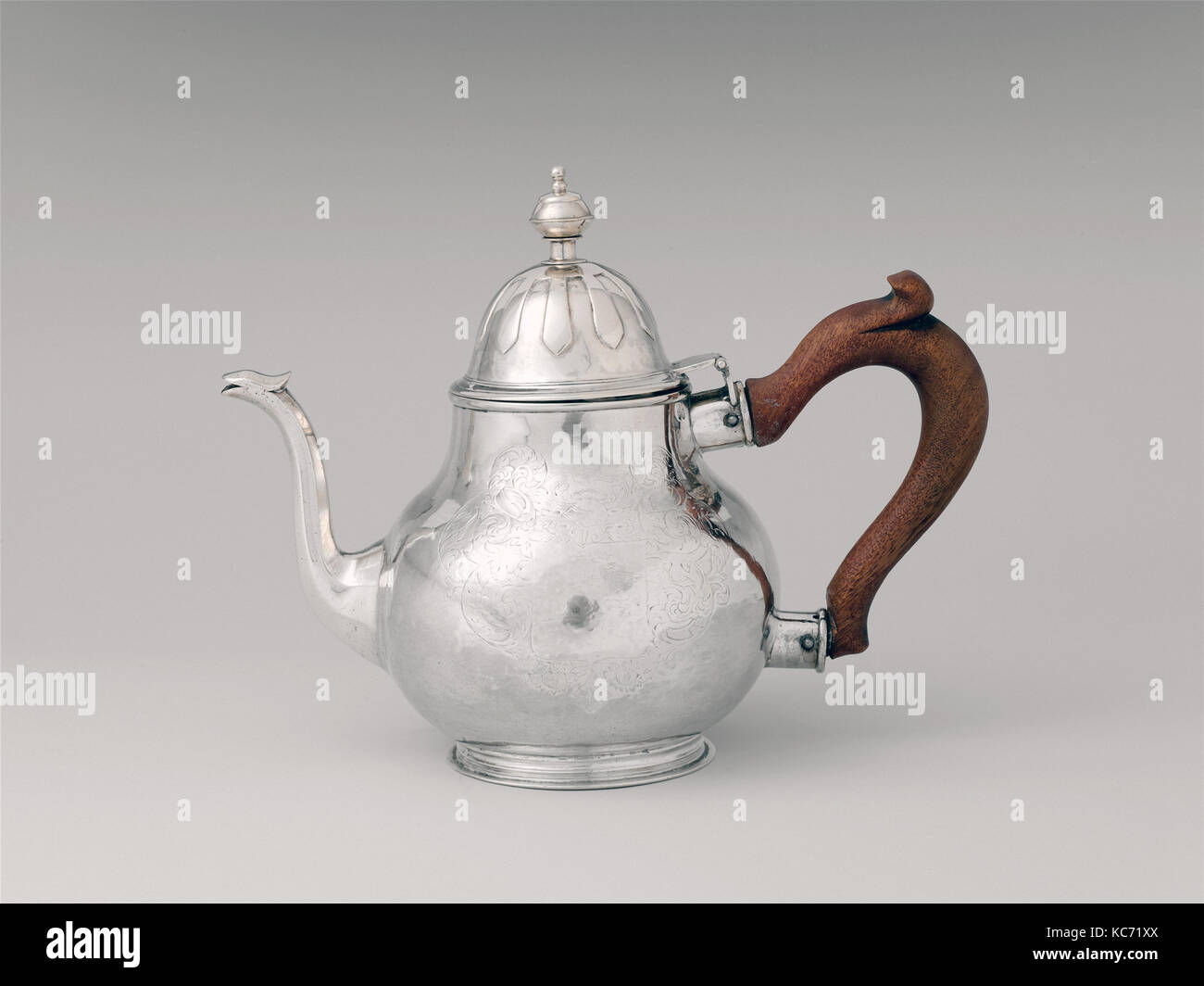 Teapot, ca. 1720, Made in New York, New York, United States, American, Silver, 7 3/16 × 9 5/16 in., 563.5g, - Stock Image