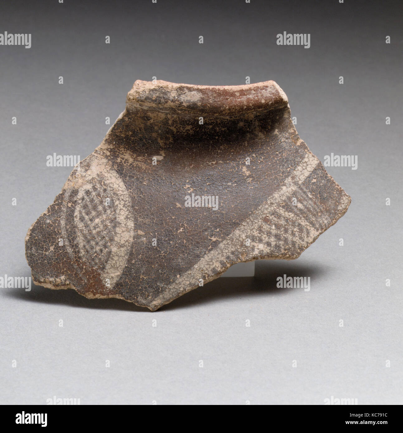 Terracotta rim fragment with cross-hatched lozenges, ca. 2300–2100 B.C - Stock Image