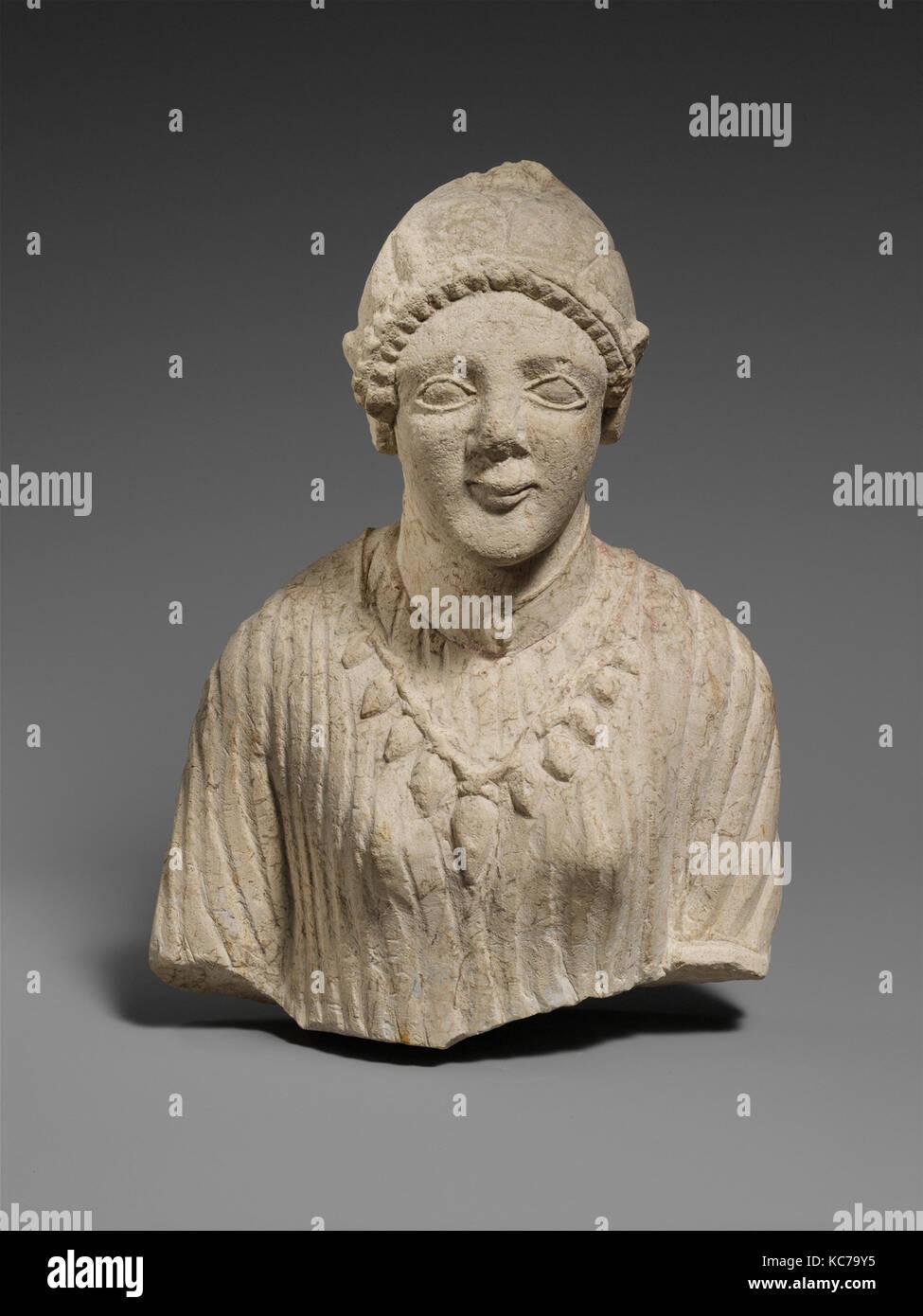 Limestone upper body of a woman, late 6th century B.C - Stock Image