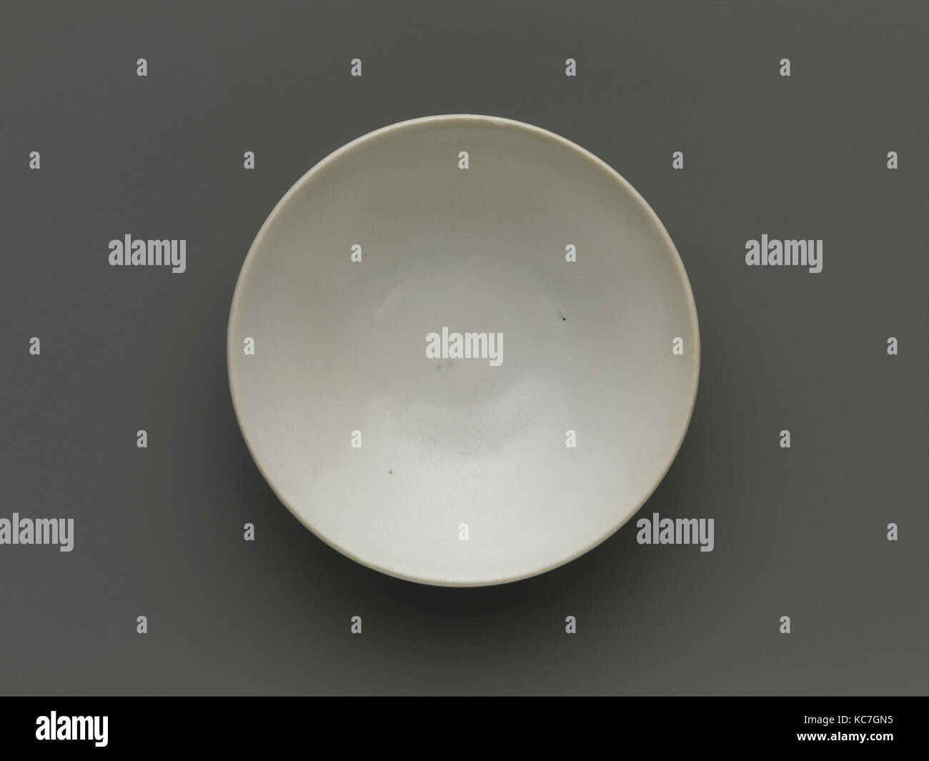 Bowl, Tang dynasty (618–907), 9th century, China, Stoneware with white slip and glaze, Diam. 4 1/4 in. (10.8 cm), - Stock Image