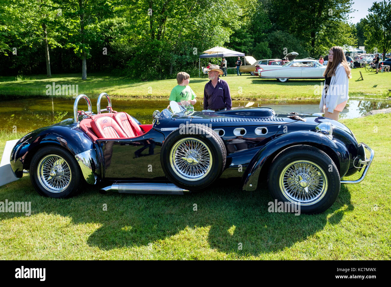 Side view of the Allard J2X MK II, modern version of the 1950s British competition roadster, Fleetwood Country Cruize - Stock Image