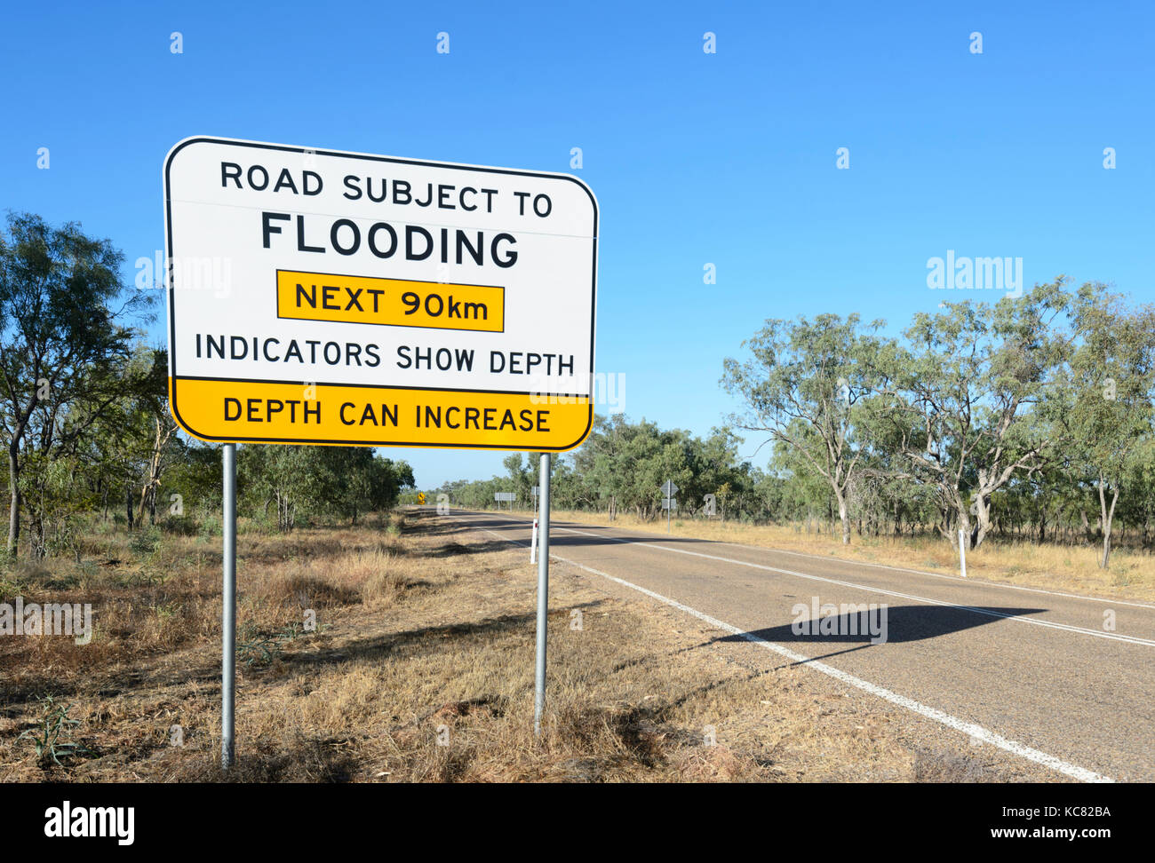 Road sign 'road subject to flooding' on the Landsborough Highway between Winton and Longreach, Central West - Stock Image