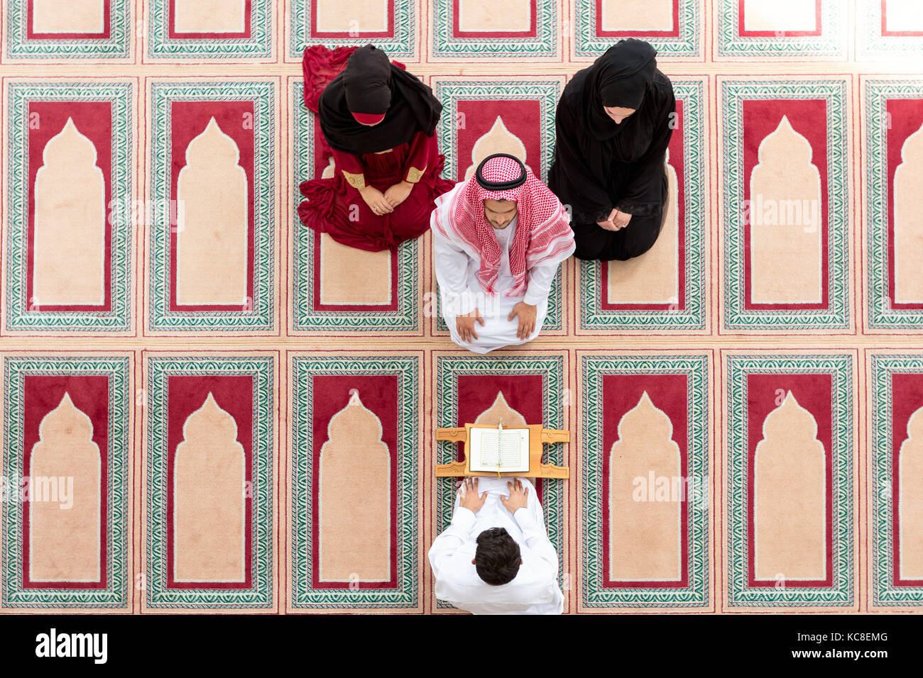 Muslim girl and the man marry by Muslim traditions - Stock Image