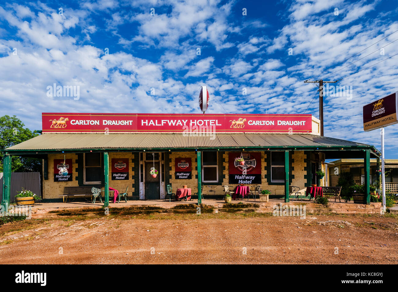 Halfway Hotel right at the Barrier Highway from South Australia to New South Wales. - Stock Image