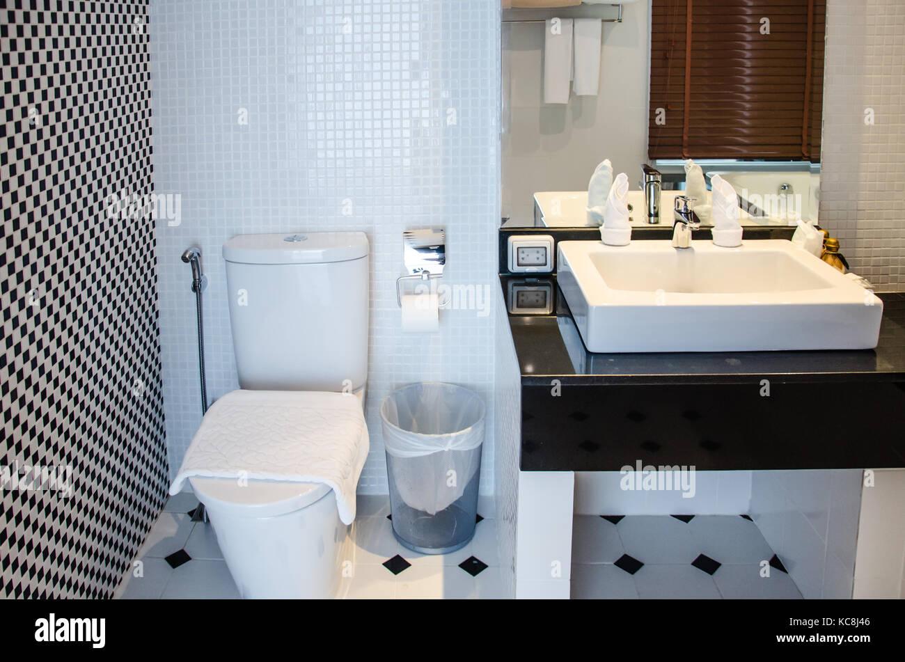 Luxury Toilet Stock Photos & Luxury Toilet Stock Images - Alamy