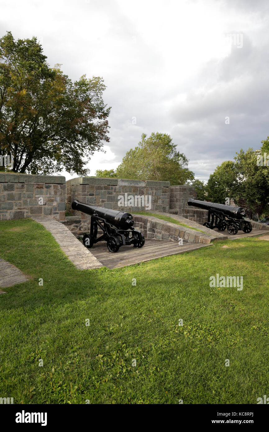 Cannons on Québec City fortified wall - Stock Image