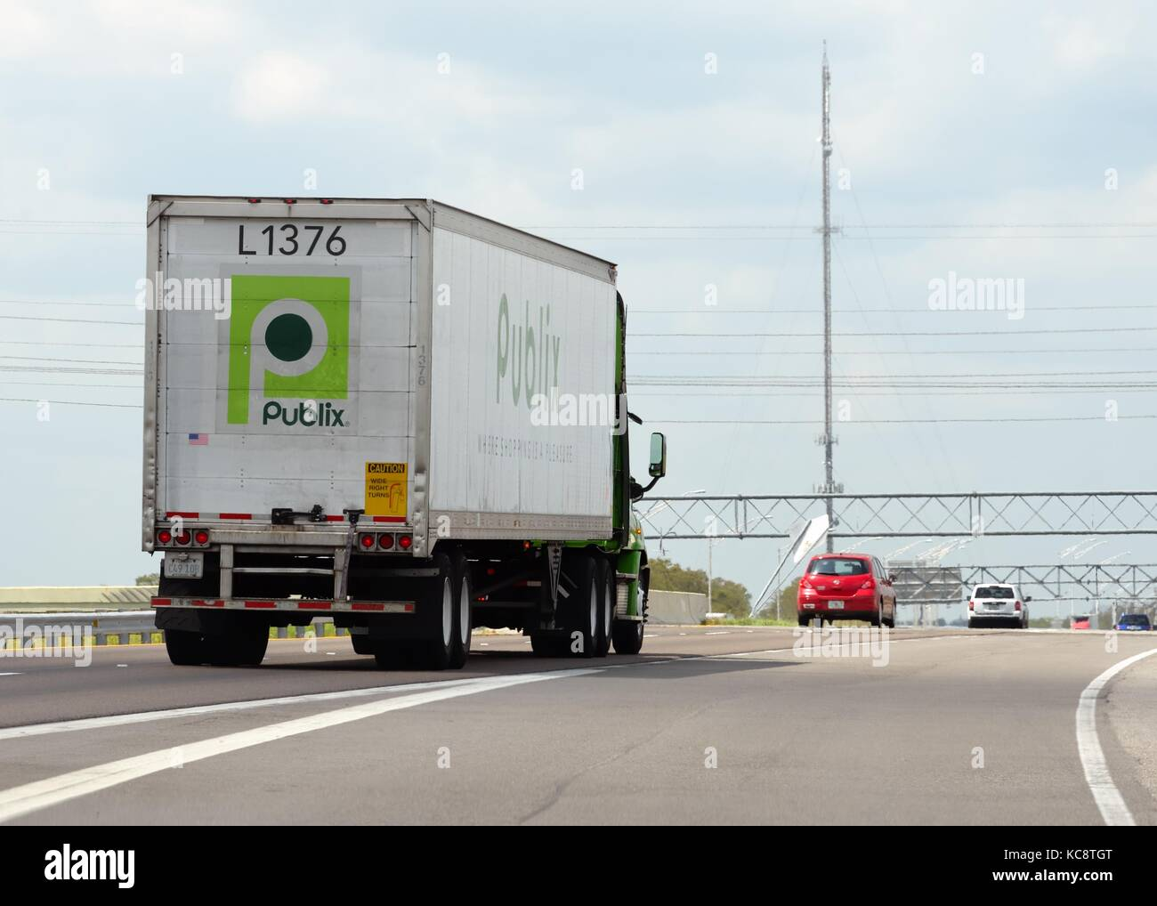 Supply Truck Stock Photos Images Alamy Wiring Money Publix An 18 Wheeler For On A Florida Highway In The Usa
