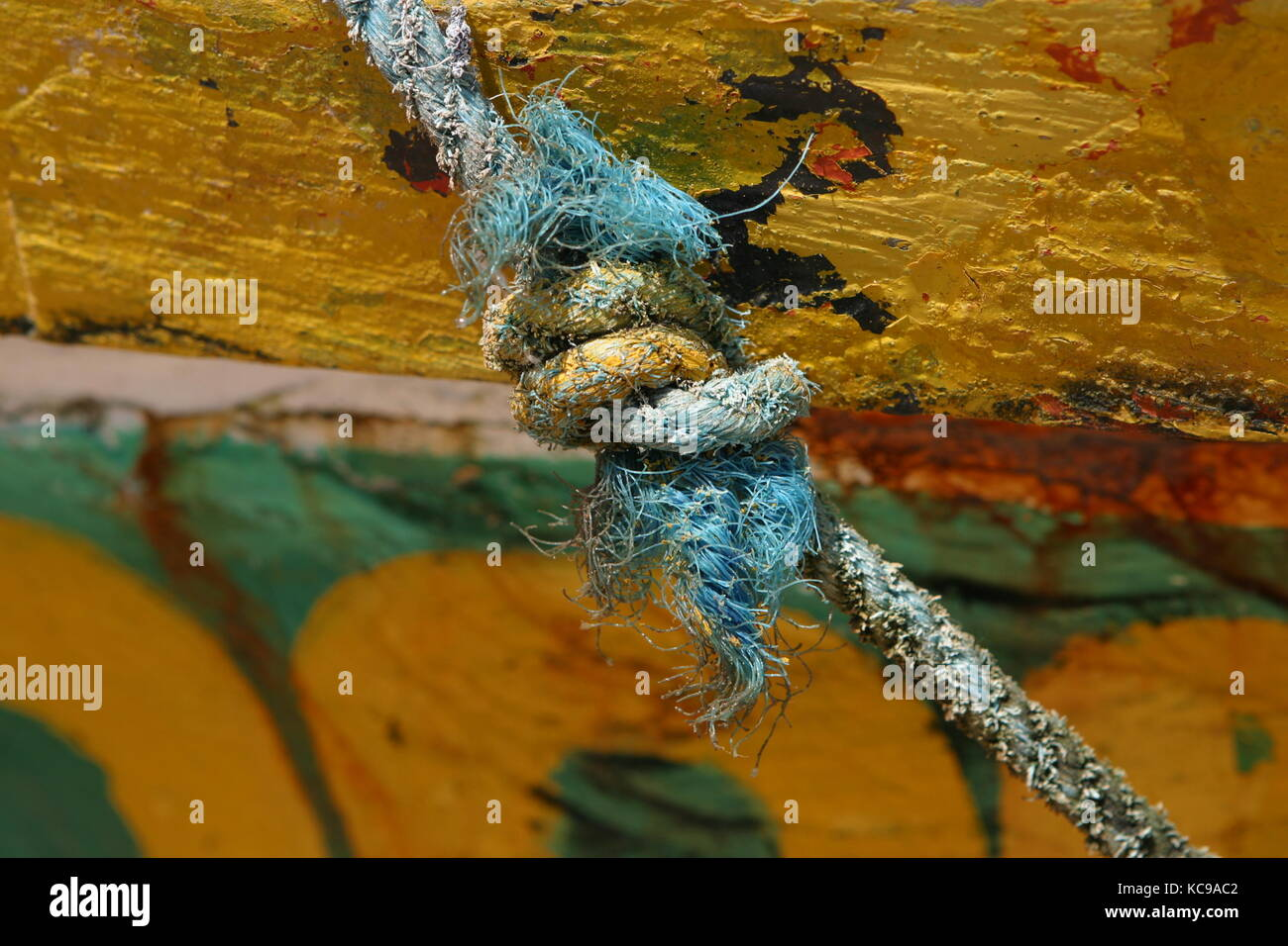 Boot mit Seil und Knoten -Boat with rope and node - Stock Image