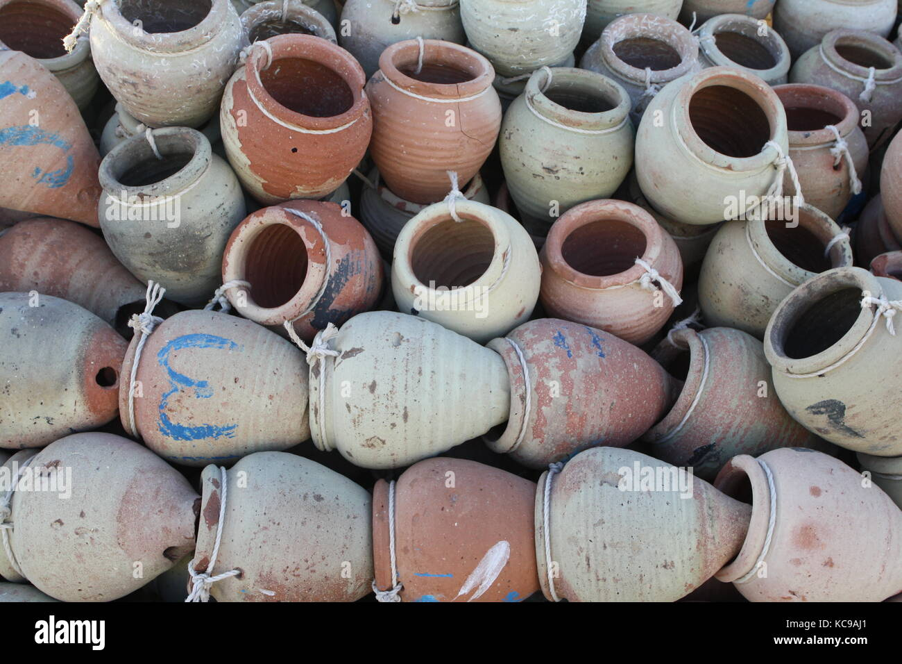Tontöpfe Für Fischfang In Tunesien   Clay Pots For Fishing In Tunisia    Stock Image