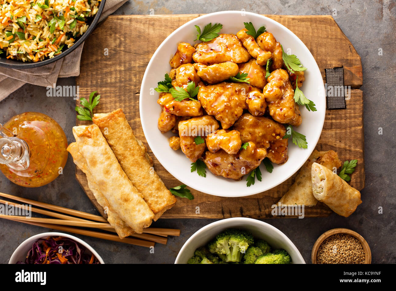 Spicy sweet and sour chicken with rice and cabbage - Stock Image