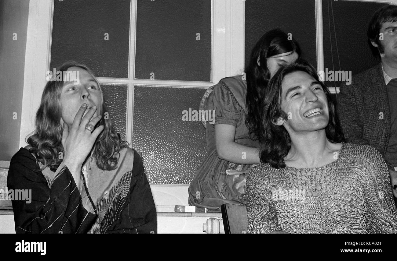 The Incredible String Band:  Founding members Robin Williamson (left) and Mike Heron backstage with their pyschedelic - Stock Image