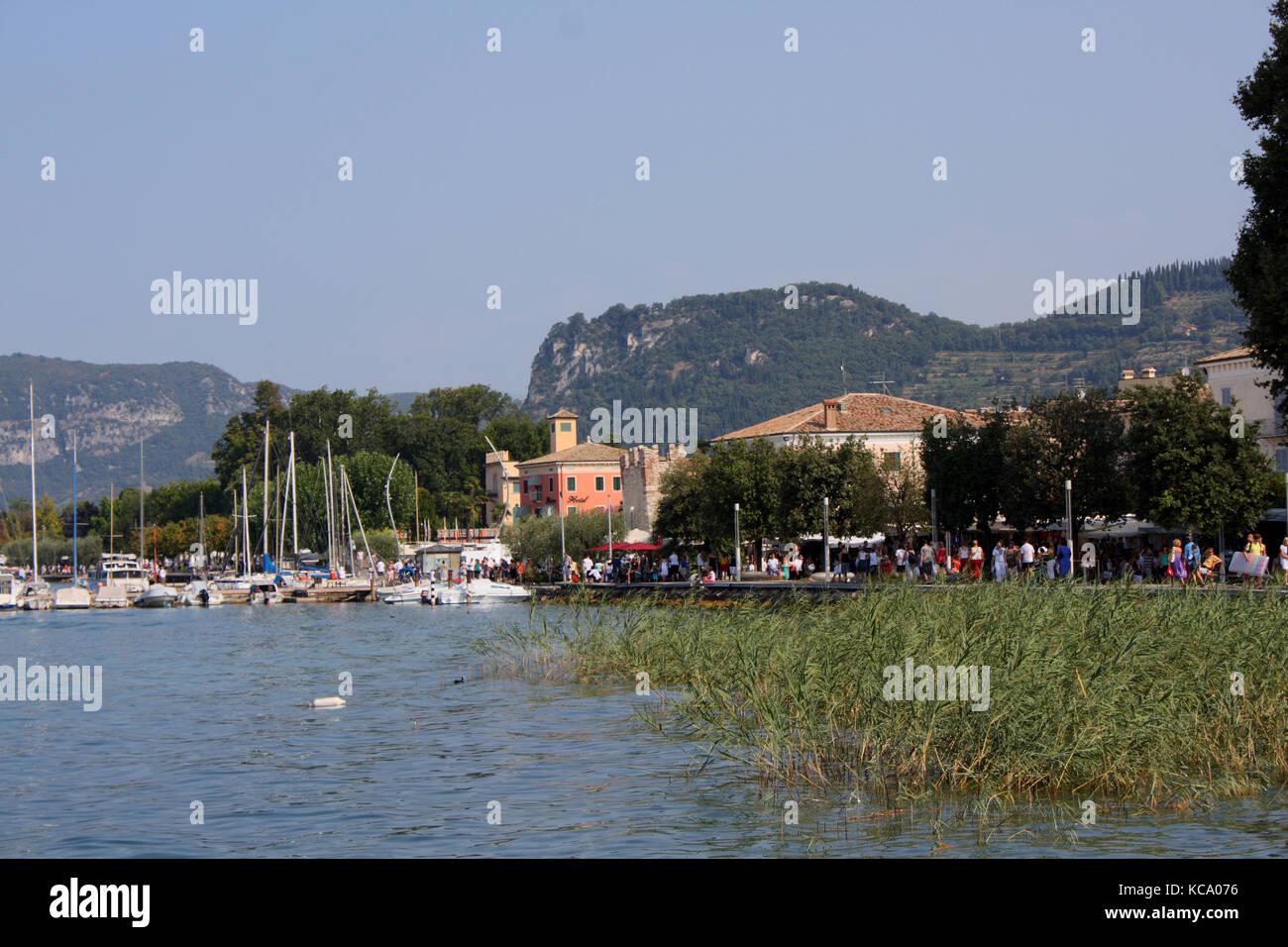 Markt an der Promenade in Bardolino am Gardasee Stock Photo