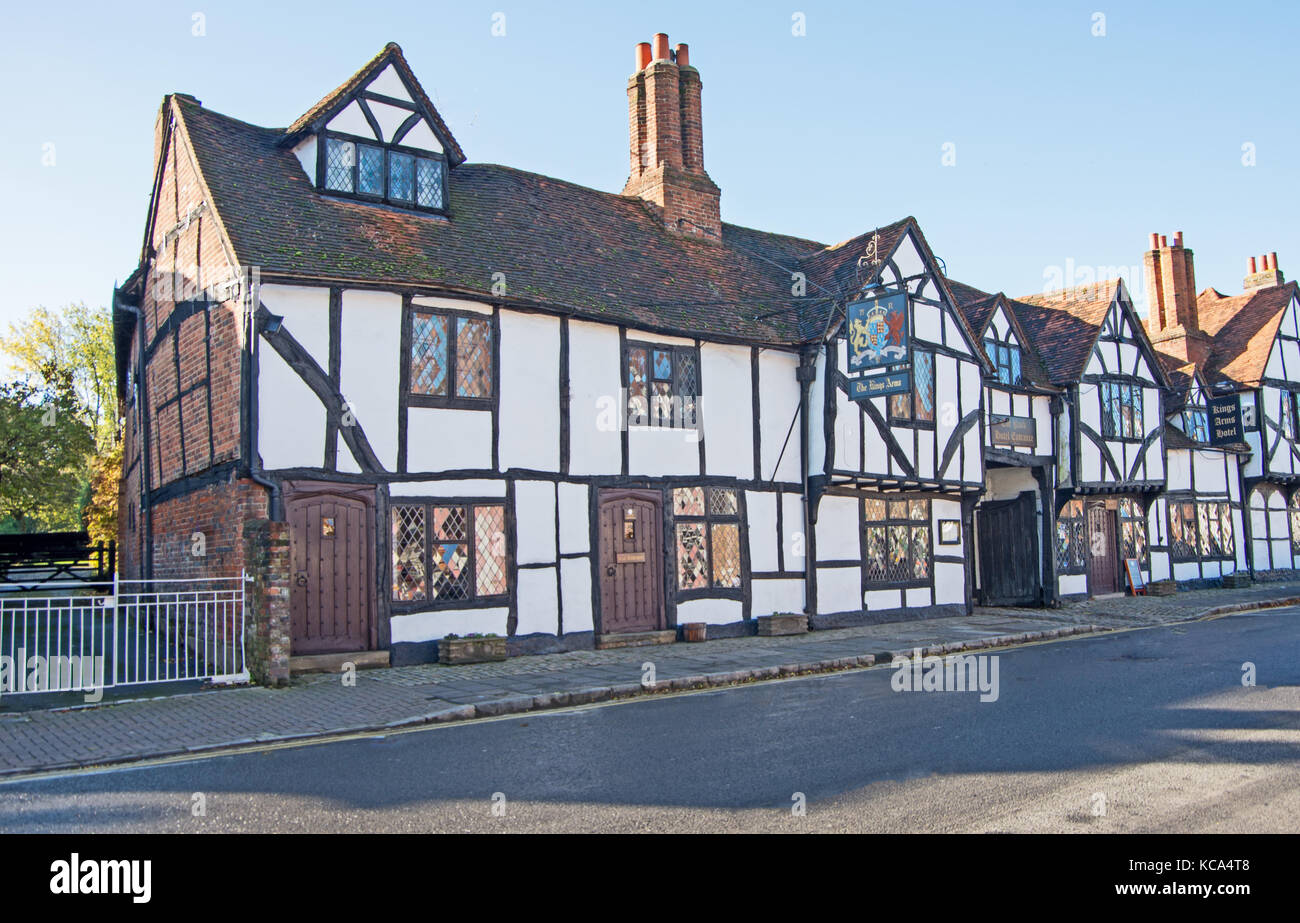 Old Amersham, Buckinghamshire, Kings Arms Pub, High Street, Chilterns; England, - Stock Image