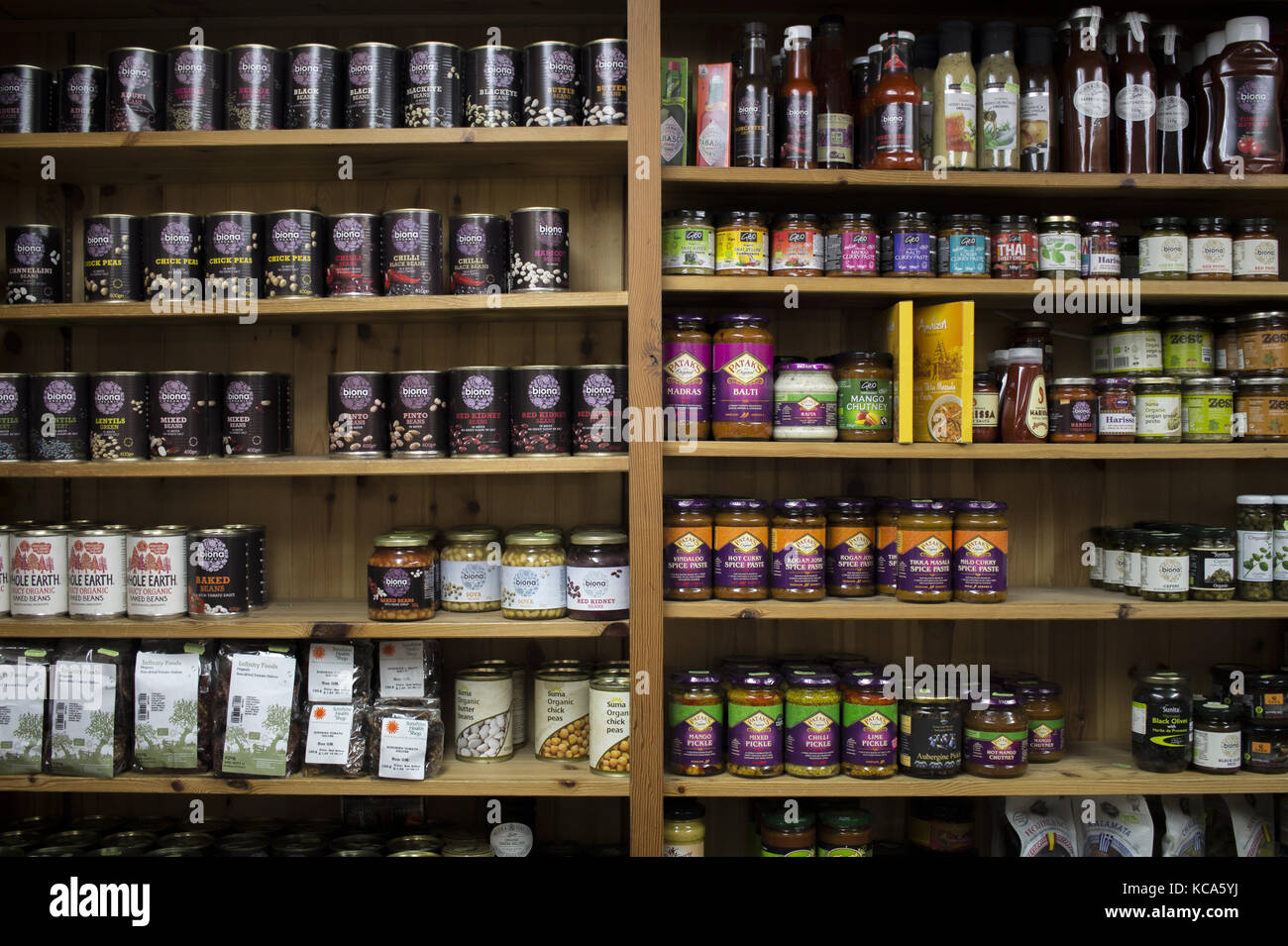 Beans, lentils and spices on display in a health food shop in Stroud - Stock Image