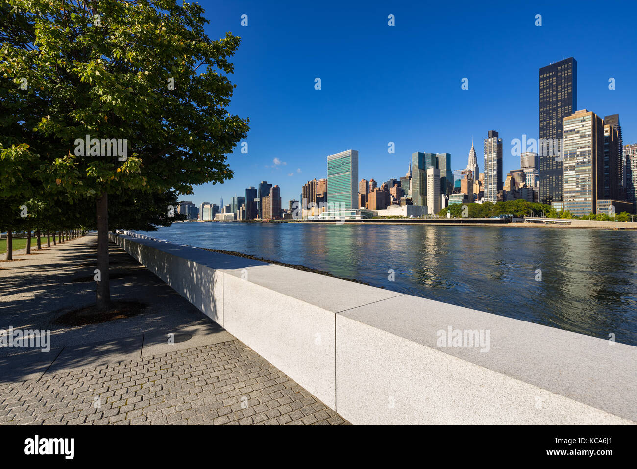 Summer view of Manhattan Midtown East from Roosevelt Island (Franklin D. Rosevelt Four Freedoms Park). New York - Stock Image
