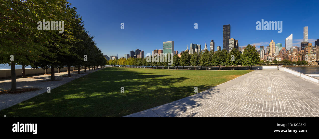 Panoramic Summer view of Franklin D. Rosevelt Four Freedoms Park lawn with the skyscrapers of Manhattan Midtown - Stock Image