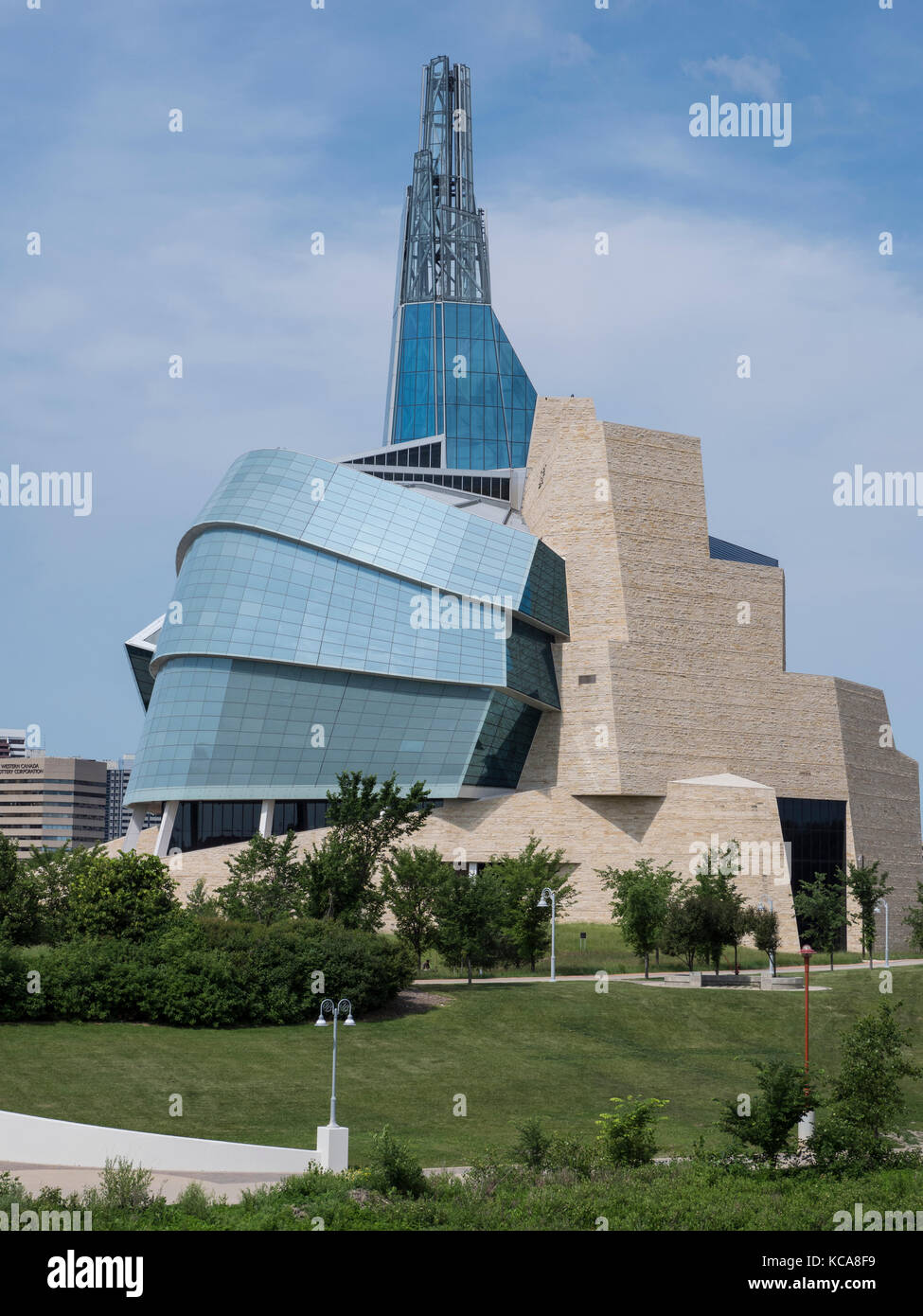 Canadian Museum for Human Rights building from the Esplanade Riel pedestrian bridge across the Red River, The Forks - Stock Image