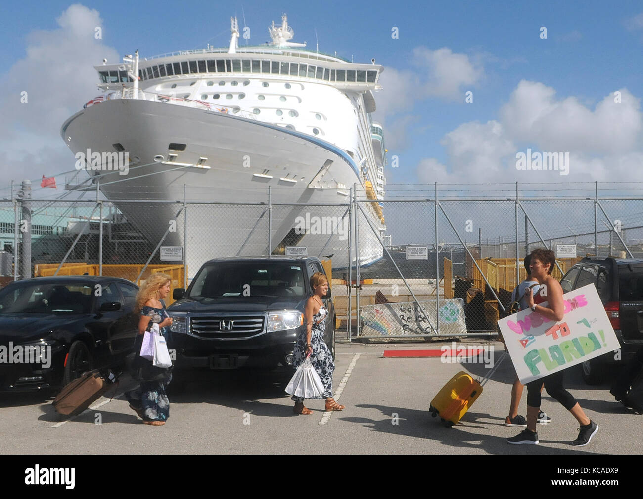 Fort Lauderdale, Florida, USA. 03rd Oct, 2017. Victims of Hurricane Maria arrive at Port Everglades in Fort Lauderdale, - Stock Image