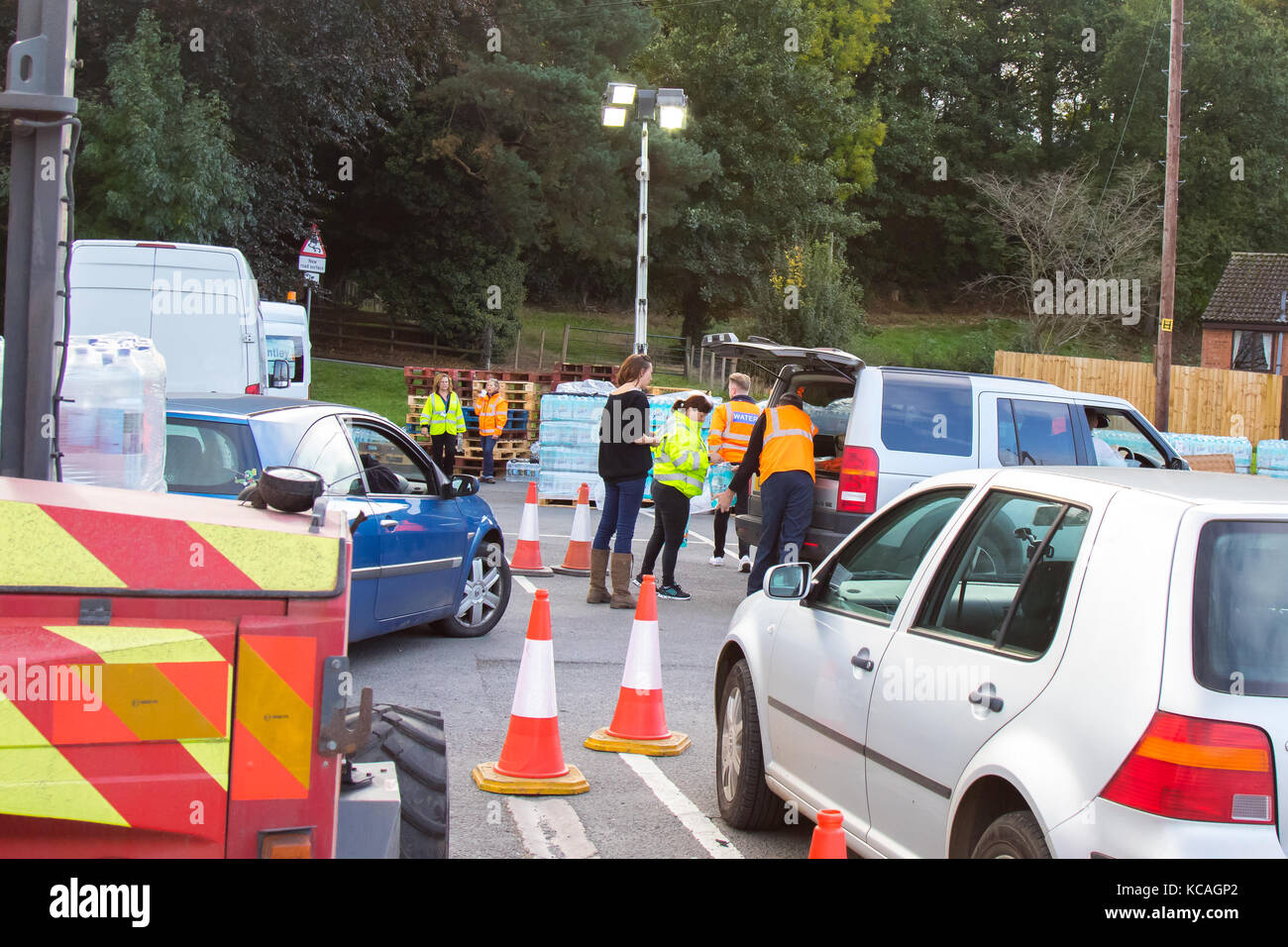 Tenbury Wells, UK. 2nd Oct, 2017. After a full weekend without mains drinking water, Worcesershire town, Tenbury - Stock Image