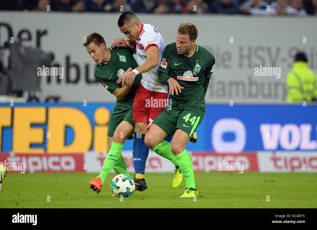 left to right: Niklas MOISANDER (HB), Bobby WOOD (HH), Philipp BARGFREDE (HB), duels, Aktion, Spielszene, Fussball - Stock Image