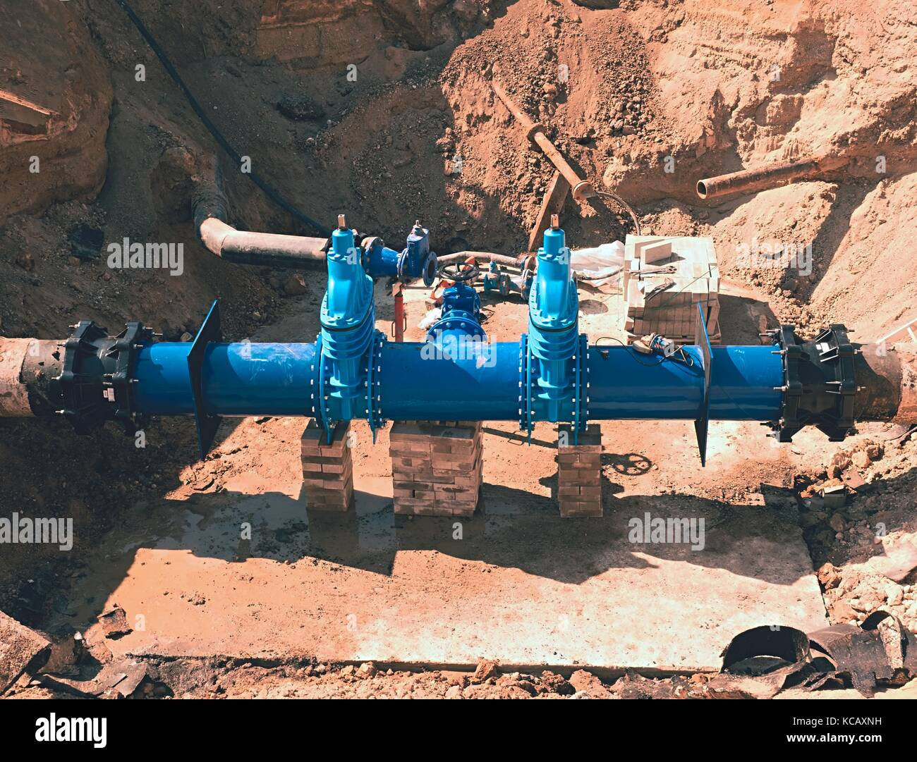 Reconstruction of main City water supply pipeline in underground. 500mm water pipeline with gate valves, 250mm branch. - Stock Image