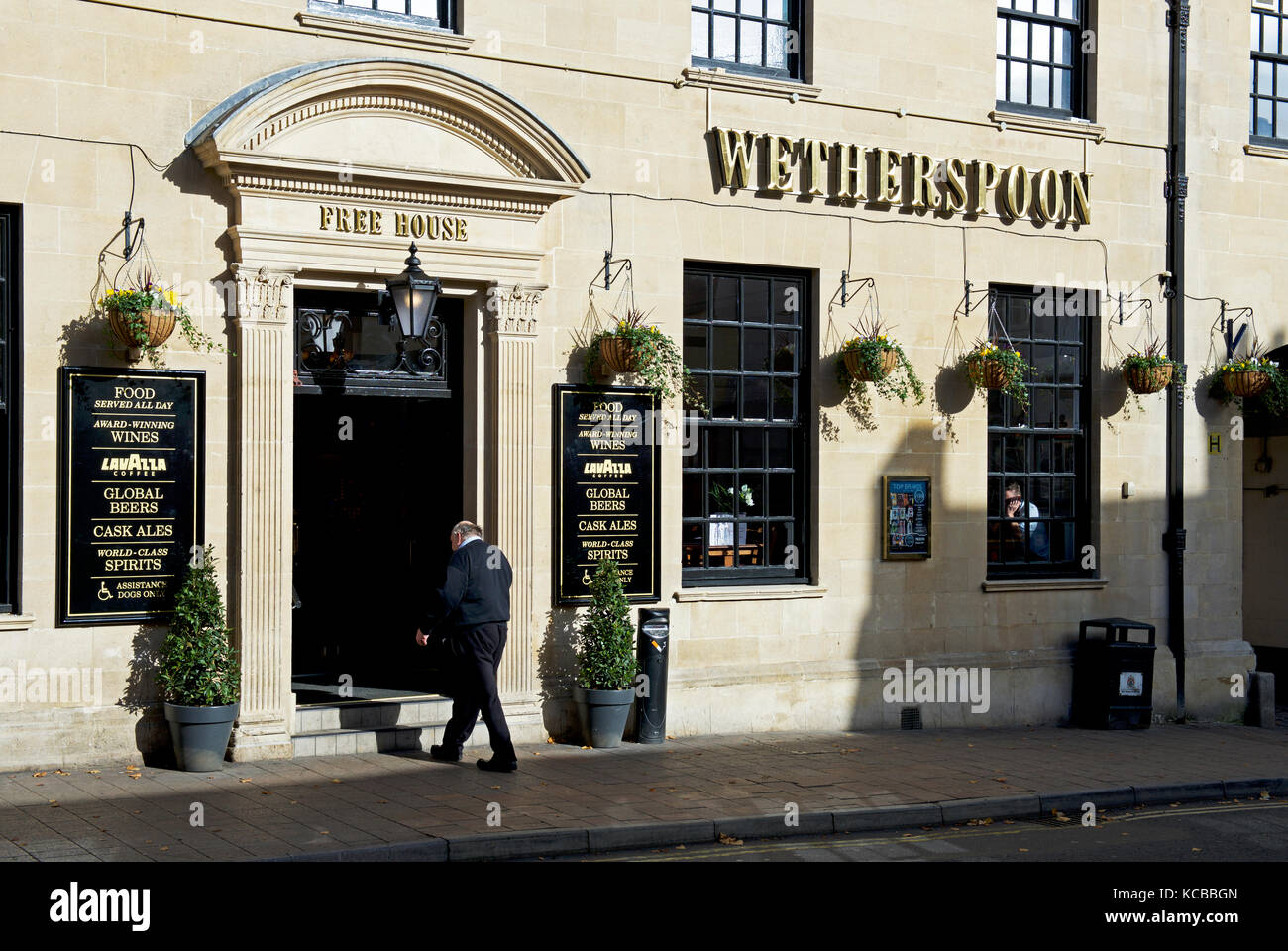 The Exchange, a Wetherspoons pub in Banbury, Oxfordshire, England UK - Stock Image