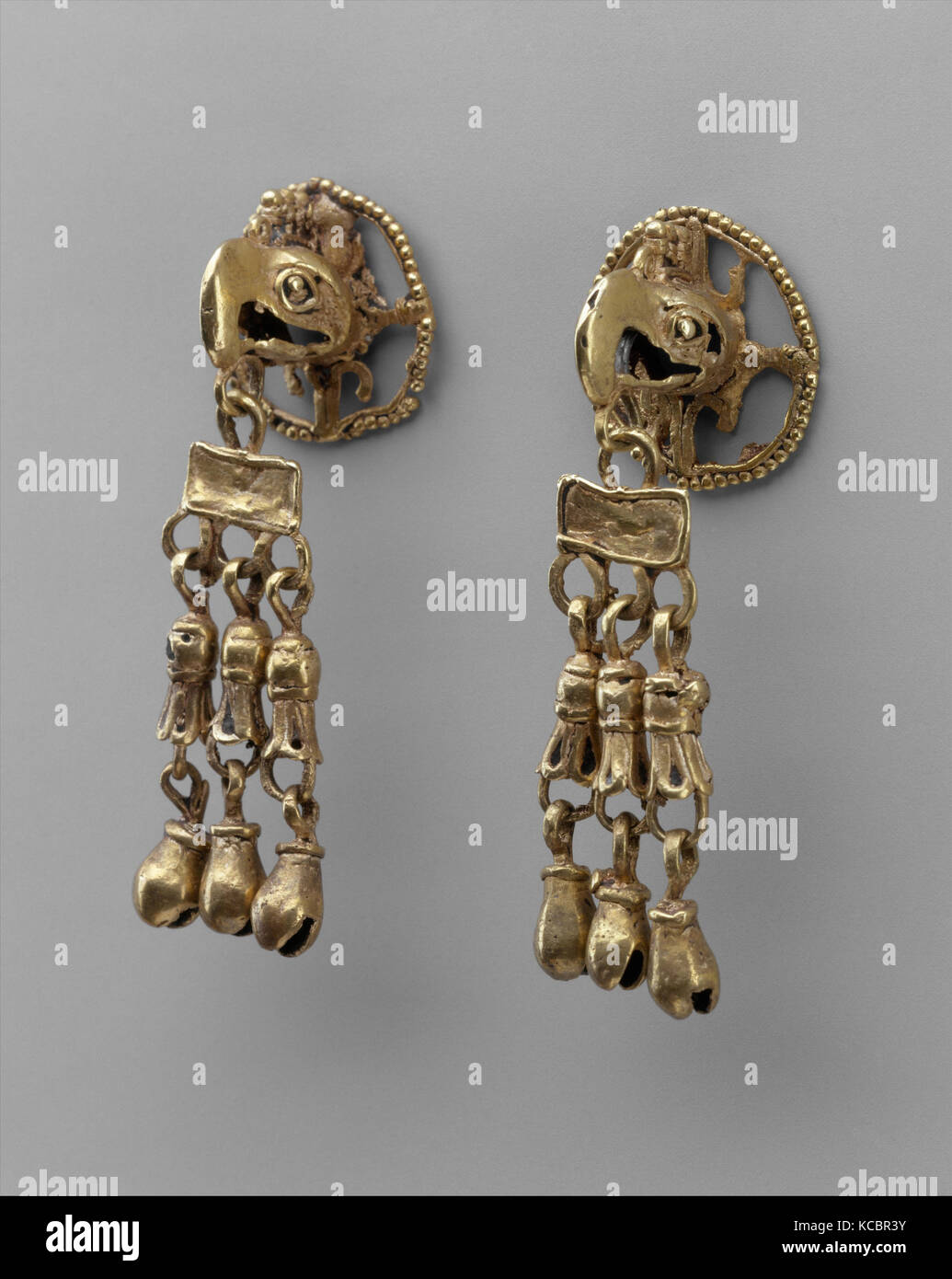 Golden earrings - an ornament with a centuries-old history