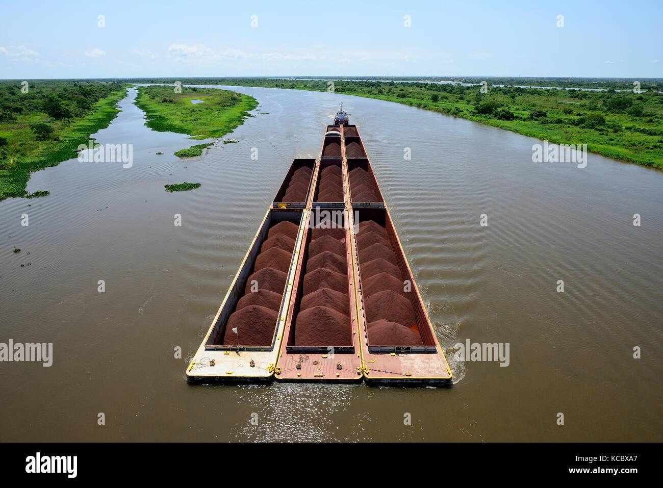 Pusher with iron ore cargo, Rio Paraguay, Concepción, Paraguay - Stock Image
