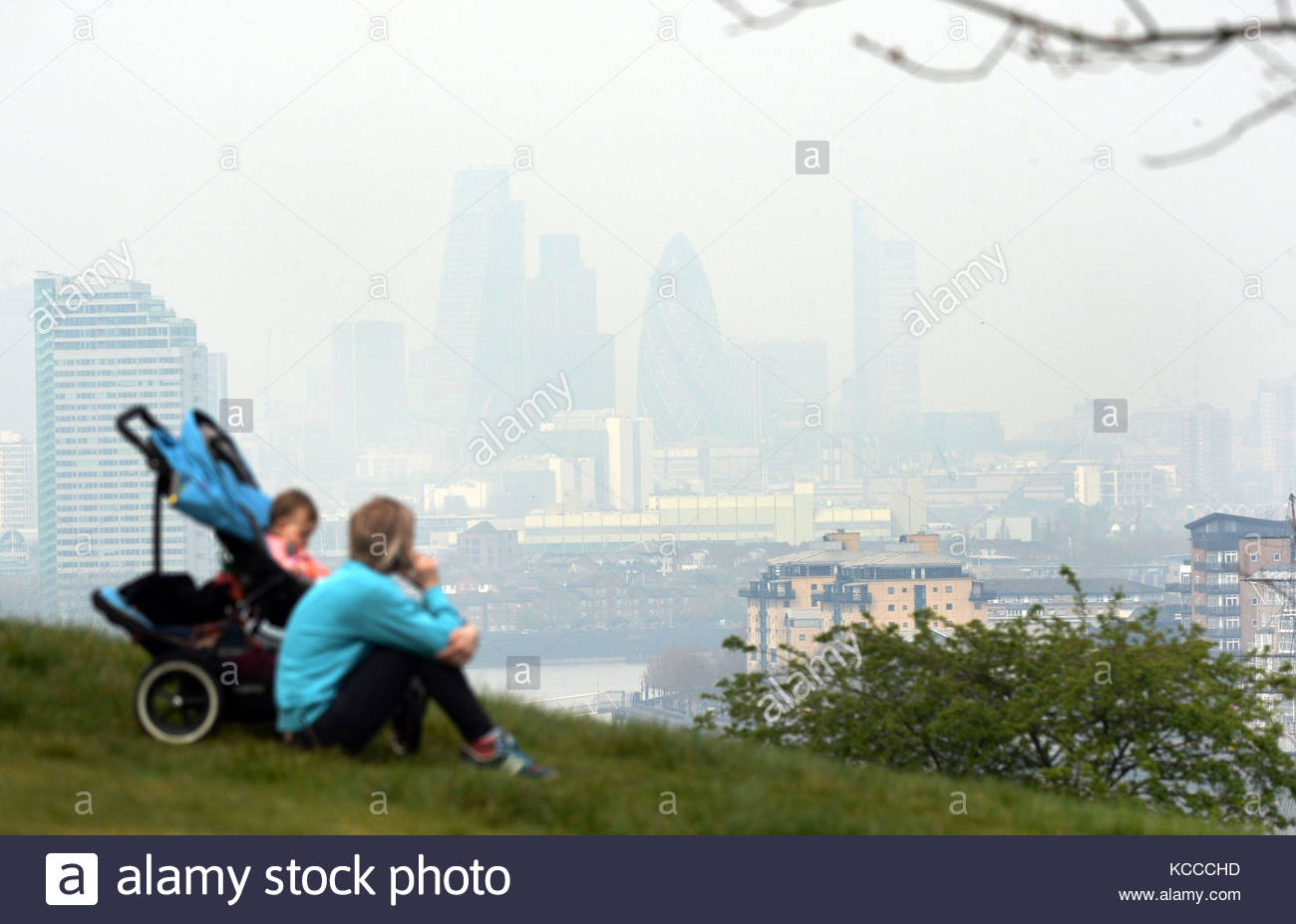 File photo dated 02/04/14 of pollution hanging over London, seen from Greenwich. Everyone in London lives in an - Stock Image