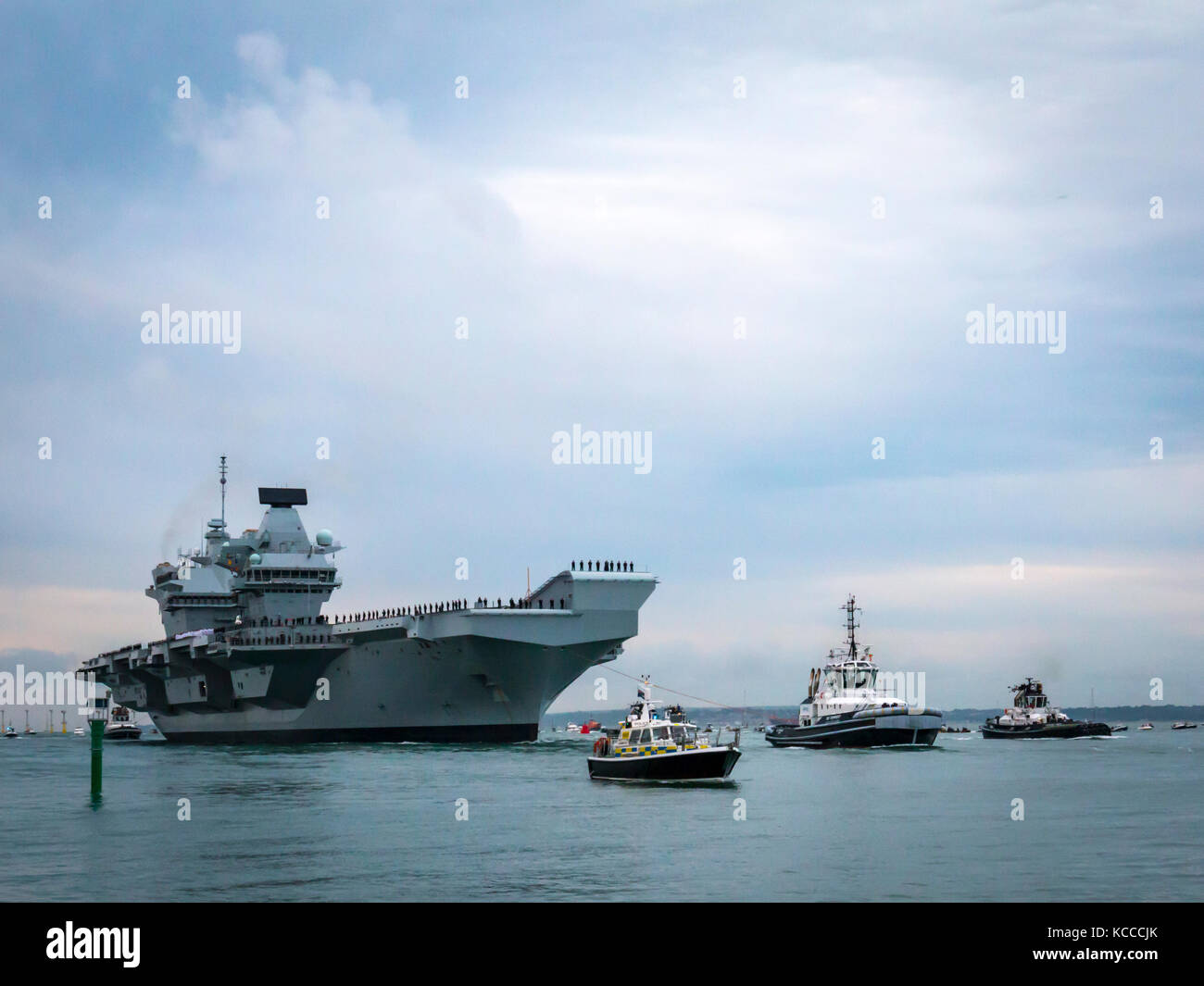 Aircraft Carrier HMS Queen Elizabeth enters the port of Portsmouth for the first time - Stock Image