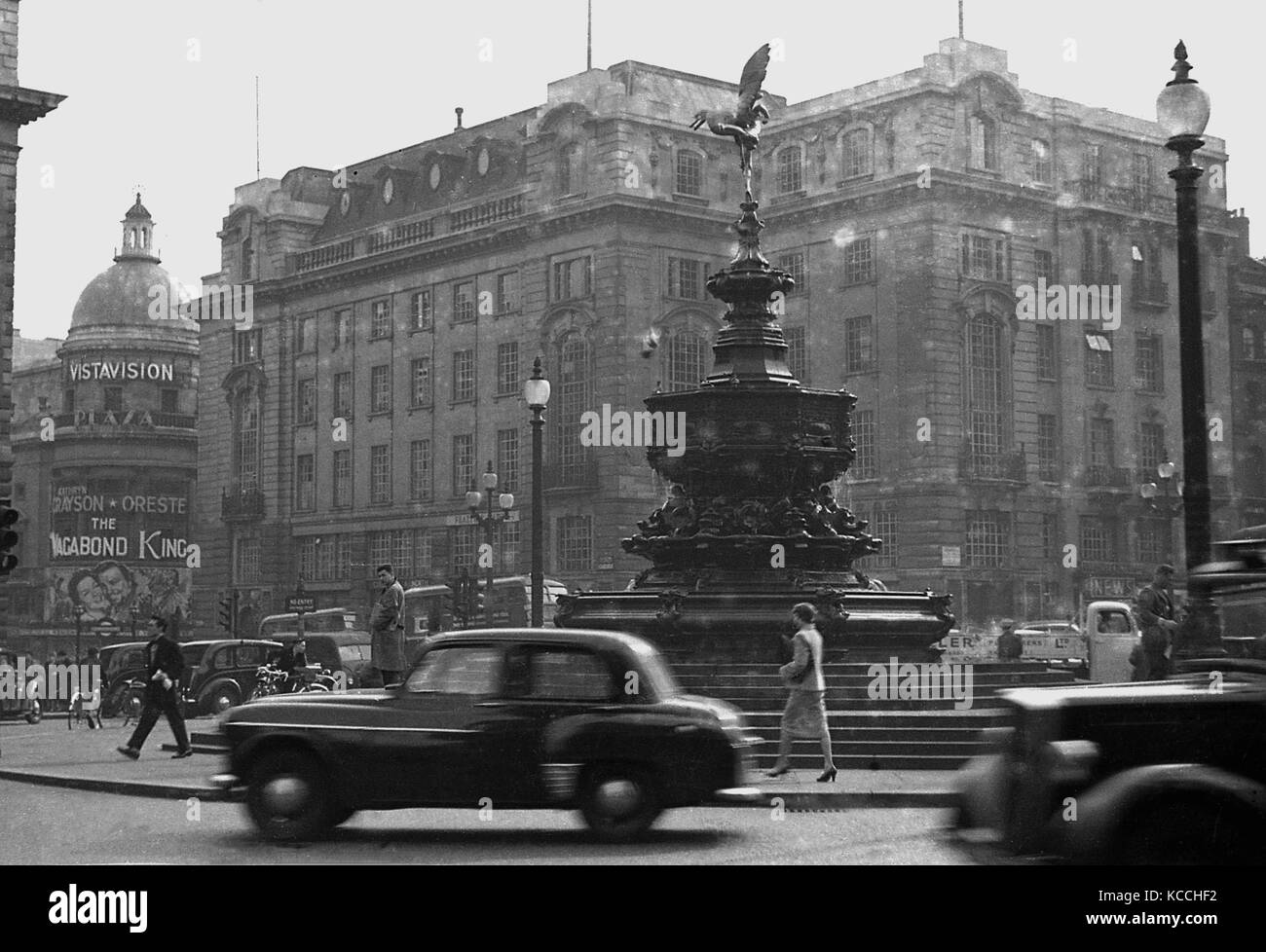 1956, historical picture showing cars and people at the Eros statue at Piccadilly Circus, London, England, UK with - Stock Image
