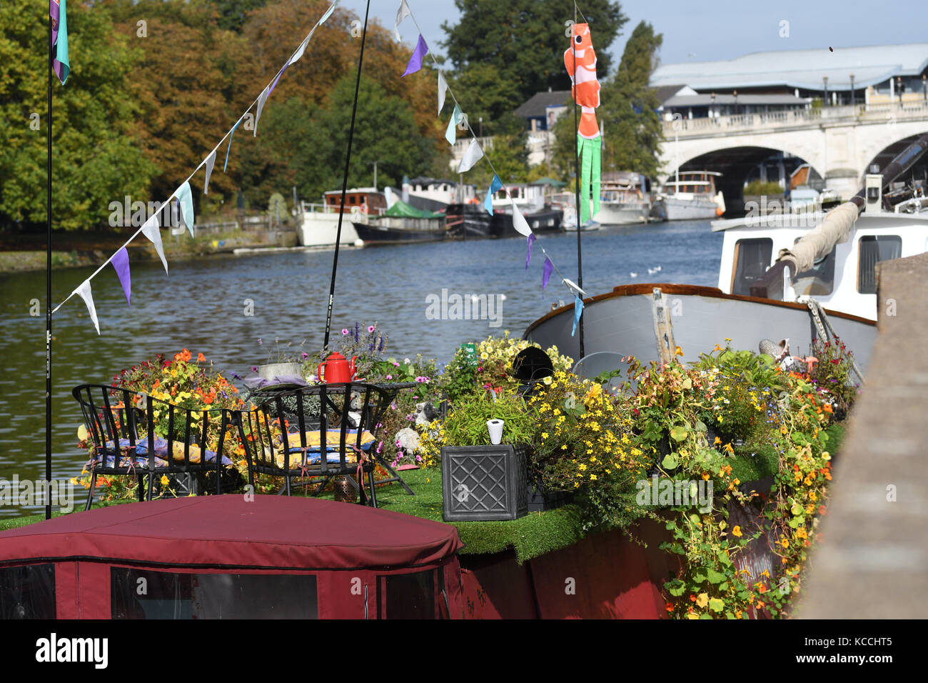 Kingston-Upon-Thames, Surrey, United Kingdom 2nd October 2017. Boats and houseboats on the River Thames 2 October - Stock Image