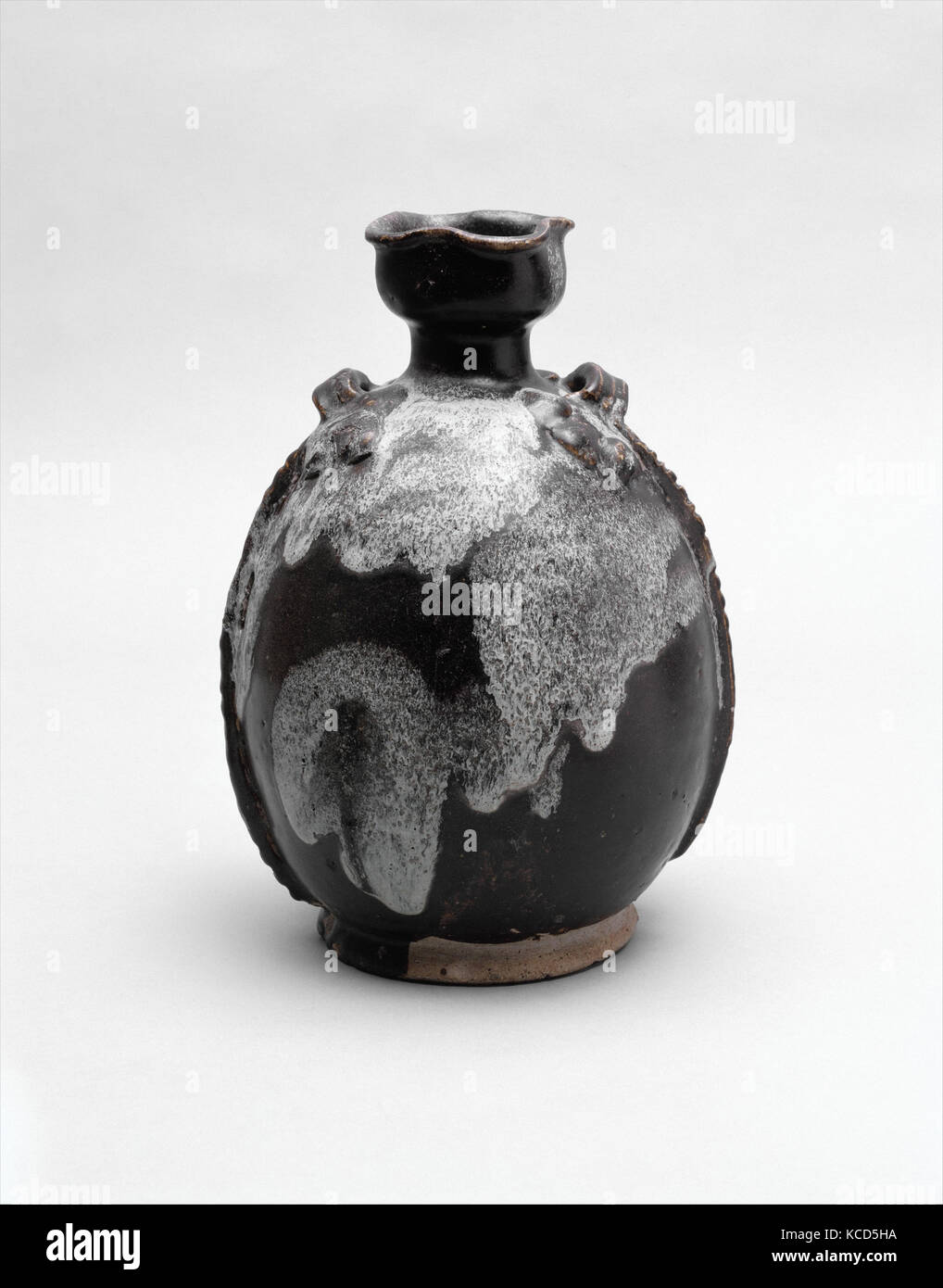 Flask, Tang dynasty (618–907), 9th century, China, Stoneware with splashed glaze (Jun ware), H. 11 1/2 in. (29.2 - Stock Image