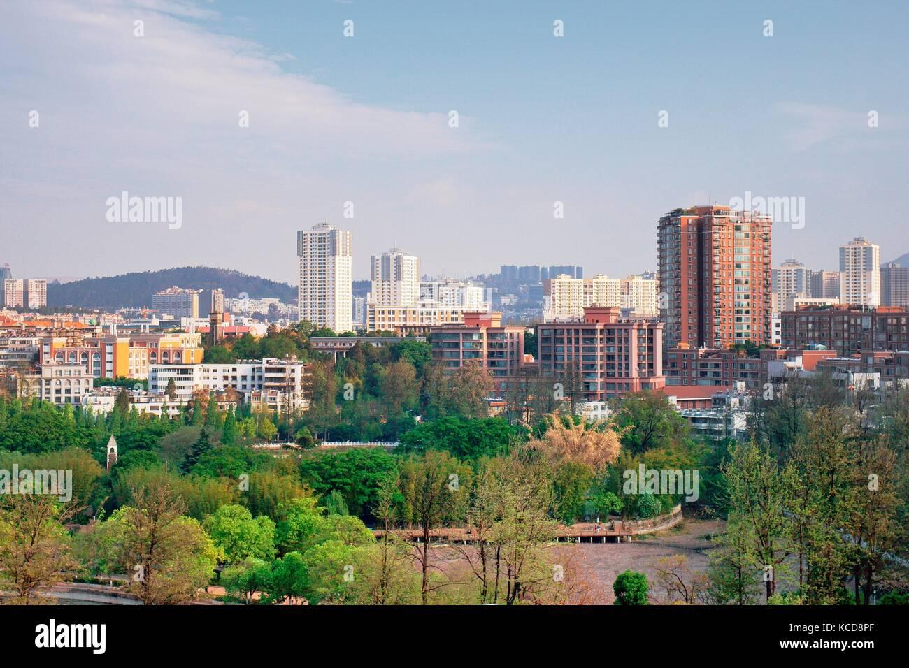 Kunming city centre, Yunnan Province, China. Looking south over Green Lake Park. - Stock Image