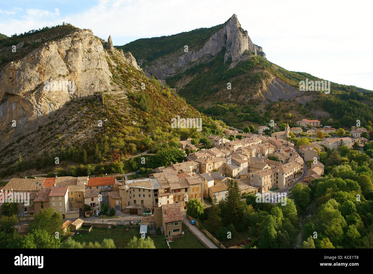 PICTURESQUE VILLAGE OF ORPIERRE, A WELL KNOWN SPOT FOR CLIMBING ENTHUSIASTS. Hautes-Alpes, France. - Stock Image