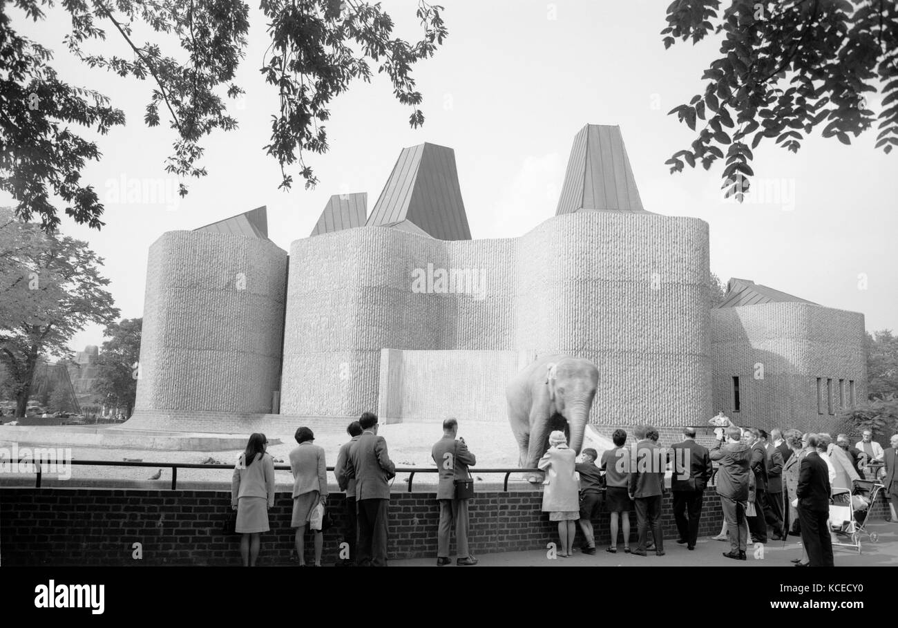 London Zoo, Regents Park, Greater London. General view of the elephant and rhino pavilion showing crowds and an - Stock Image