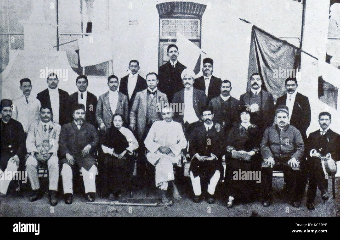 Mohandas Karamchand Gandhi and his wife Kasturba with Indian community leaders, in South Africa, 1914. Gandhi established Stock Photo