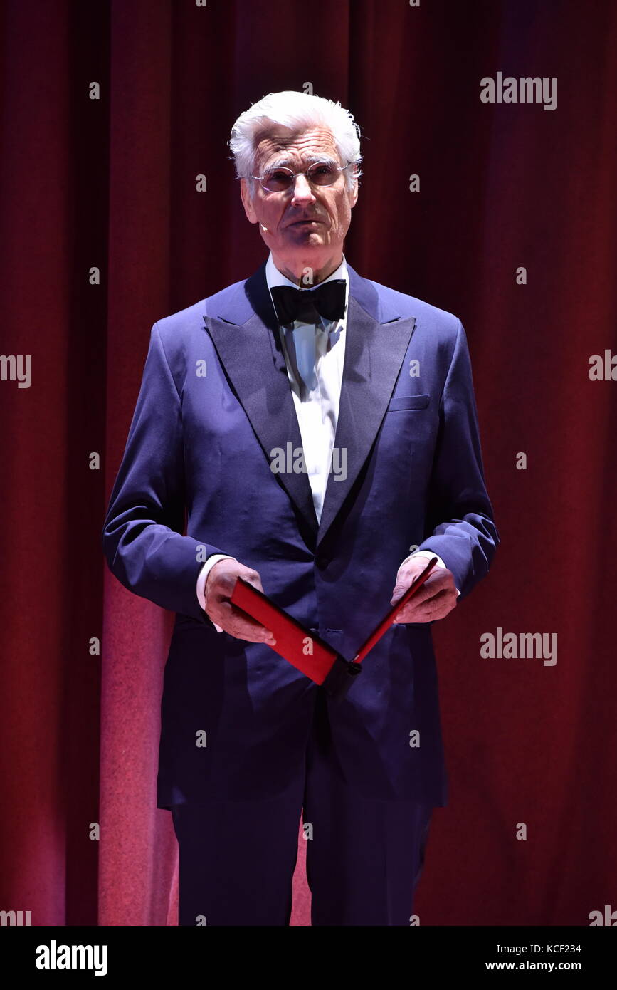 Cologne, Germany. 4th Sep, 2017. Actor Sky du Mont (narrator) stands on stage during the presentation of the new - Stock Image